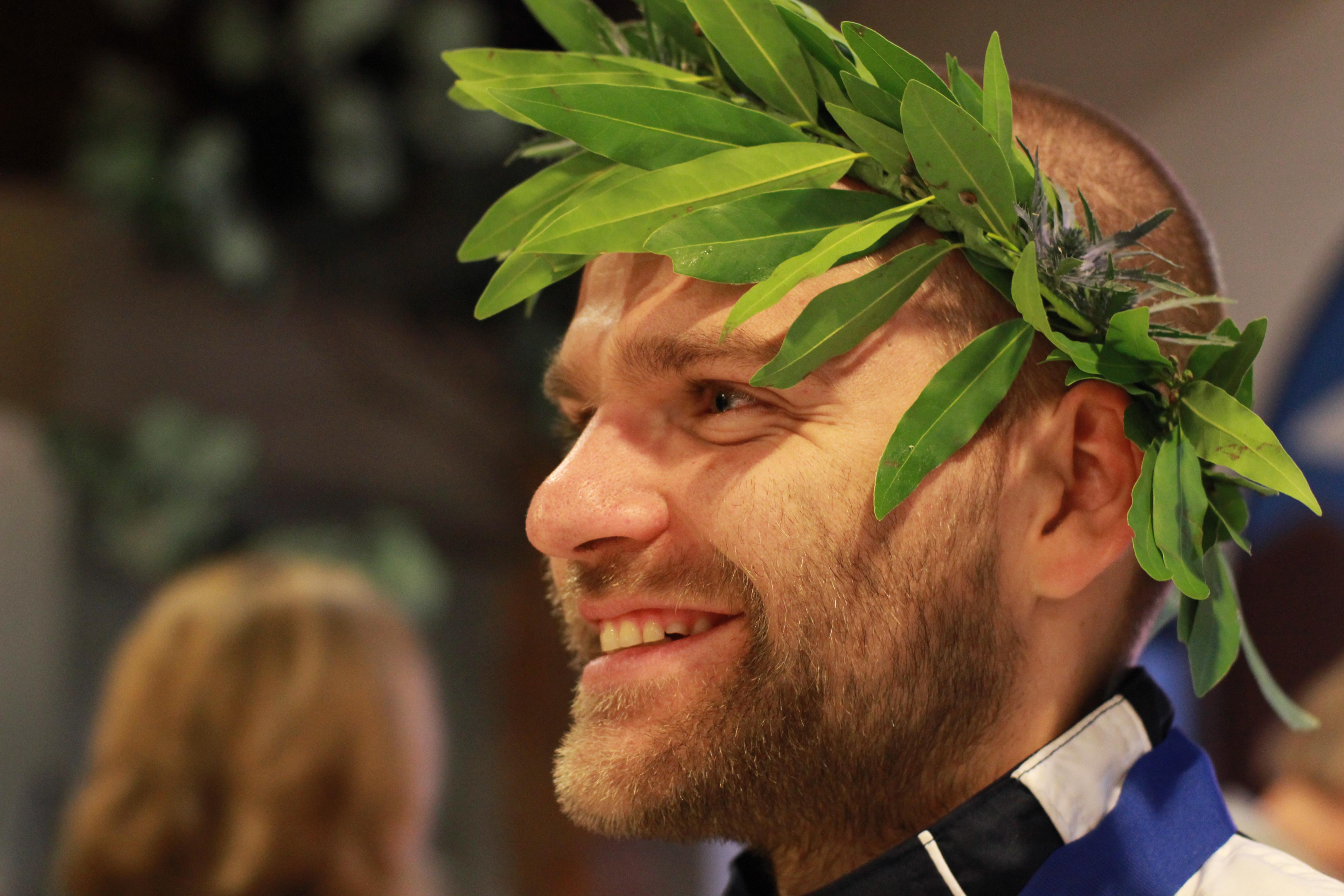 Head Wreath Greek Wearing a Head Wreath i
